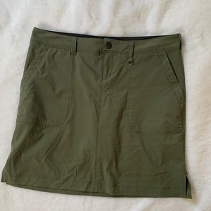 LIKE NEW GREEN REI SKIRT SIZE 4